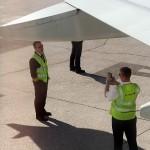 Пилотите ни си правят снимка за спомен на фона на Алпите. ;)